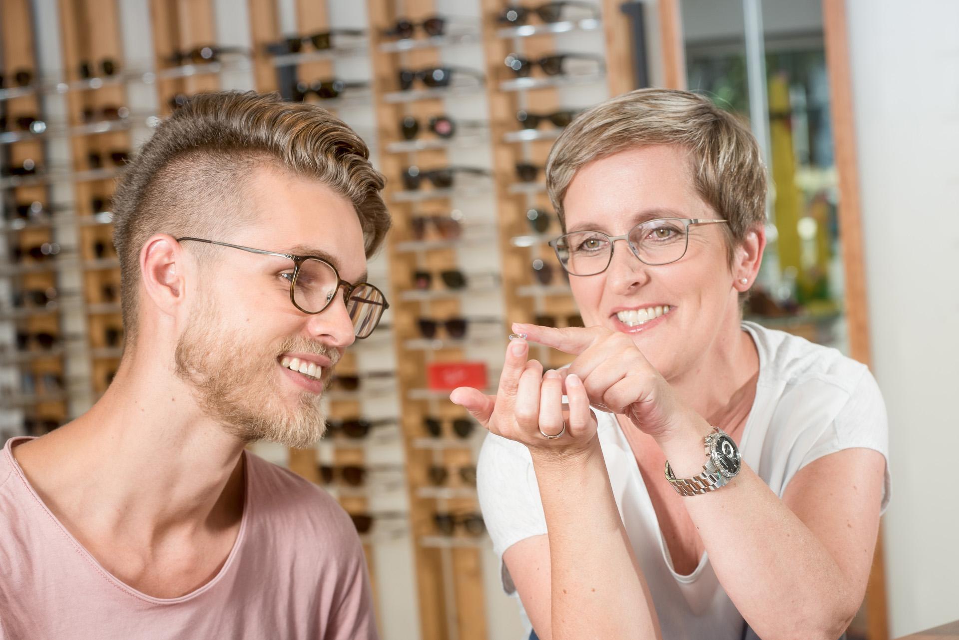 Beratung_Kontaktlinsen_bei_Andre-Augenoptik_Pfaffenhofen