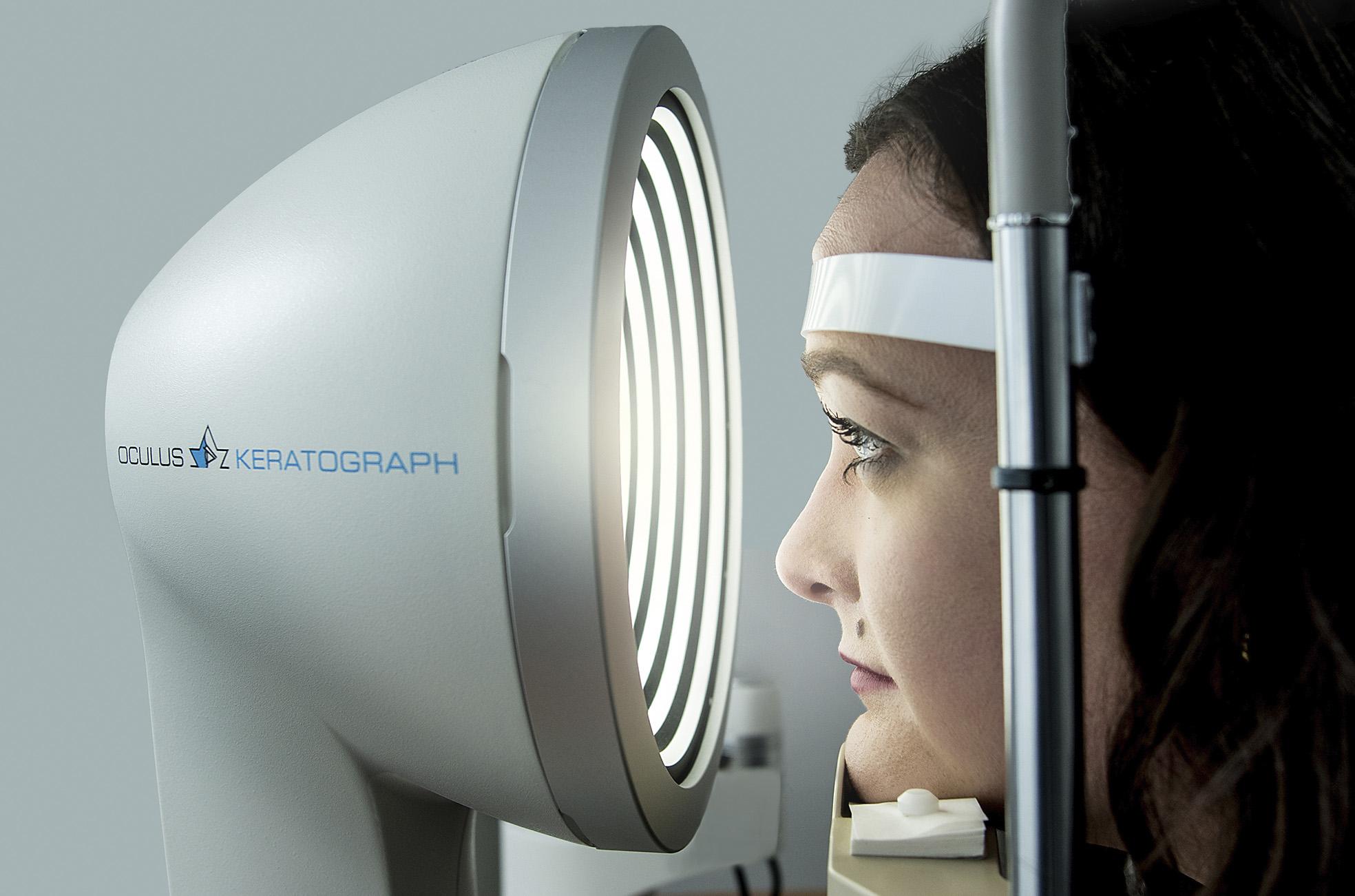 Kontaklinsen-Anpassung_Keratograph-Messung_Andre-Augenoptik